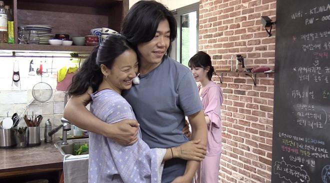Lee Hyori lần đầu nói về sự cố suýt tuột áo trên truyền hình-2