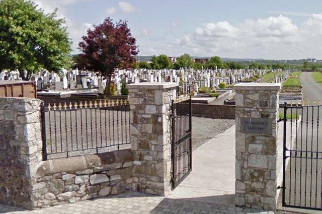 Ghê tởm đôi nam nữ bất chấp diễn cảnh giường chiếu ngay tại nghĩa trang-2