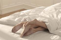 Vào khách sạn với nhân tình bị chồng bắt quả tang, vợ mạnh miệng và cái kết đắng