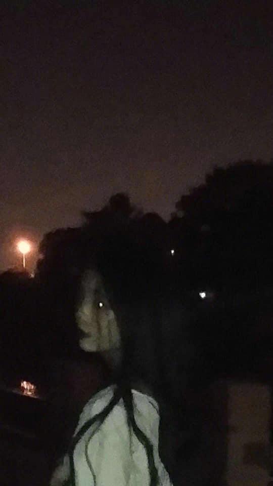 VZN News: Tin tưởng nhờ bạn trai chụp ảnh, gái xinh ngất trên cành quất khi bị biến thành ma nữ tóc dài-2