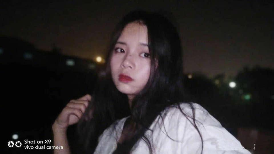 VZN News: Tin tưởng nhờ bạn trai chụp ảnh, gái xinh ngất trên cành quất khi bị biến thành ma nữ tóc dài-1