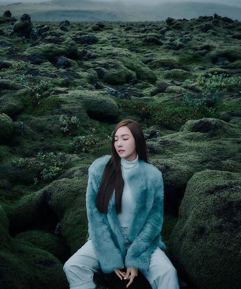 Liên tiếp mặc xấu ở sự kiện, Jessica lấy lại phong độ trong bộ ảnh mới đẹp long lanh-1