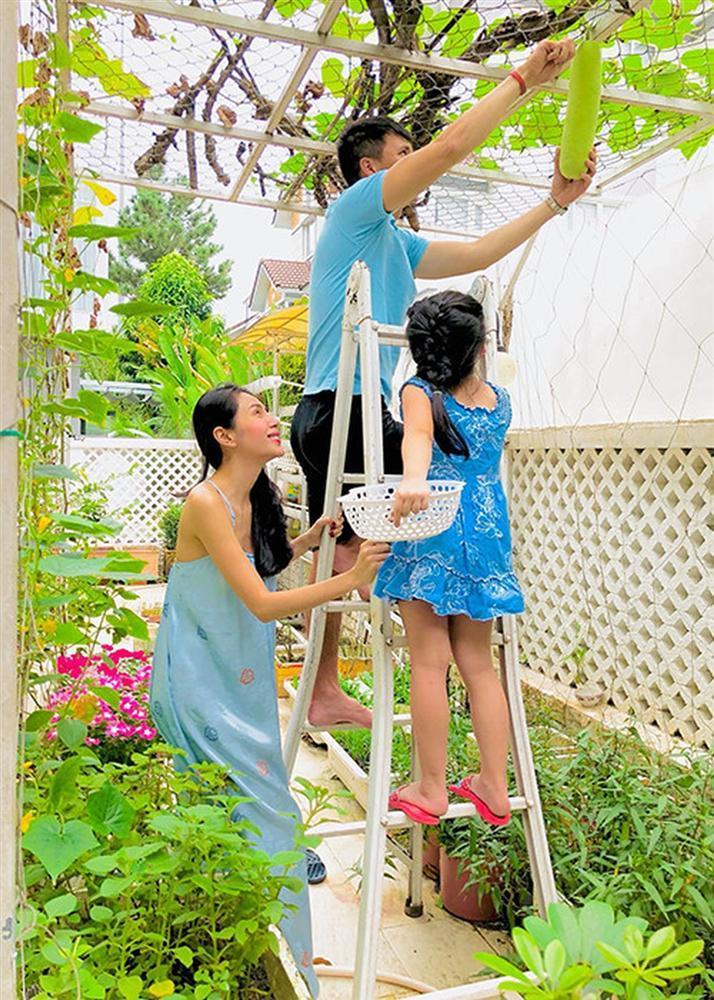 VZN News: Mắc mưu con gái, Thủy Tiên ngậm ngùi than: 6 tuổi làm vậy ai làm lại con-5