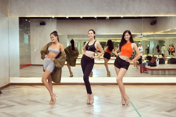 Á hậu Kiều Loan, Tường San khoe hình thể nóng bỏng, sải bước kiêu kỳ khi luyện tập catwalk-3