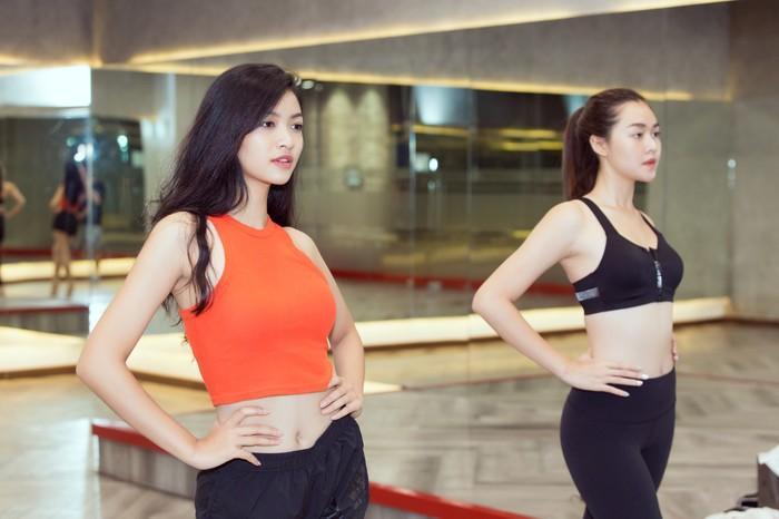Á hậu Kiều Loan, Tường San khoe hình thể nóng bỏng, sải bước kiêu kỳ khi luyện tập catwalk-4