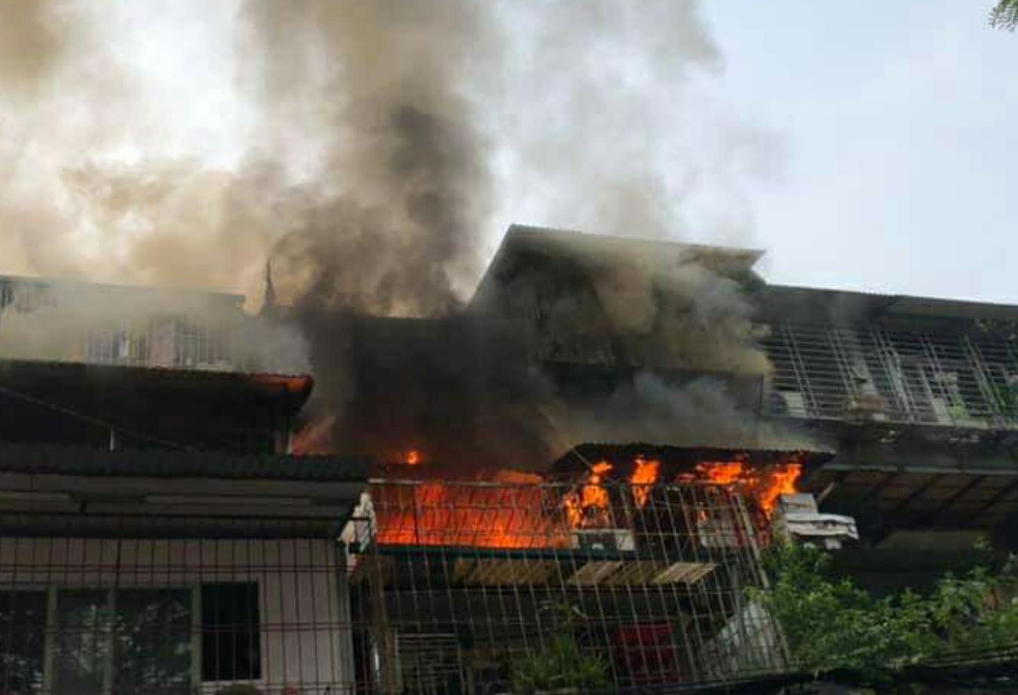 VZN News: Cháy tại khu tập thể Kim Liên, người dân khóc ngất vì ngọn lửa bốc lên cao vút-2