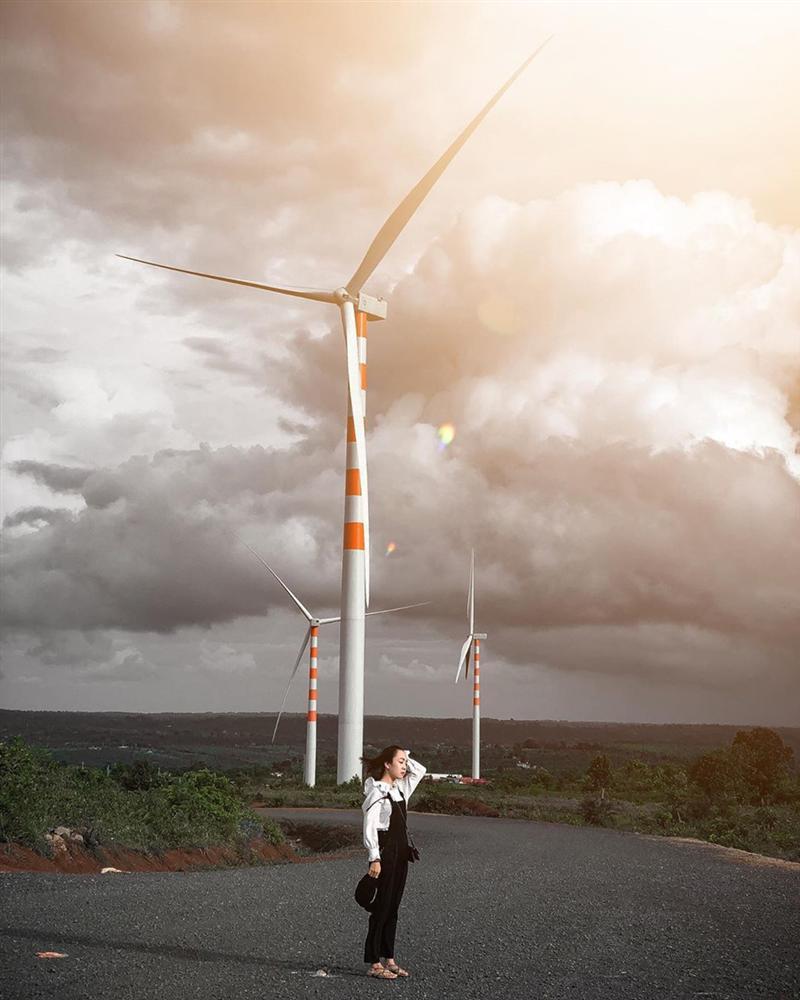Cánh đồng quạt gió tựa trời Tây ở Đắk Lắk hút giới trẻ check-in-2
