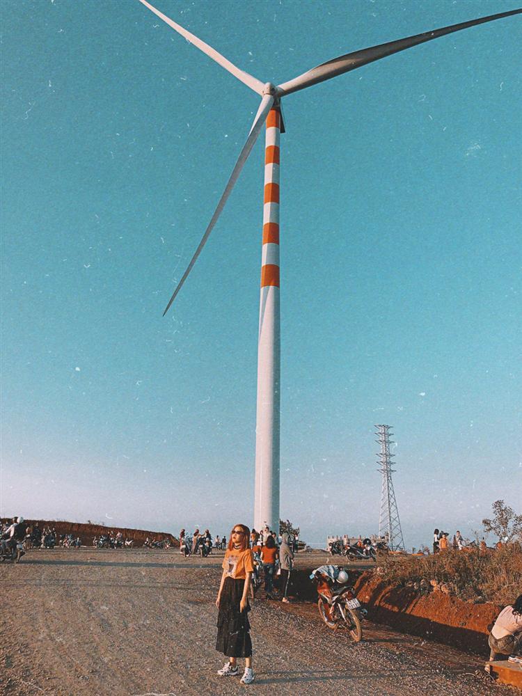 Cánh đồng quạt gió tựa trời Tây ở Đắk Lắk hút giới trẻ check-in-3