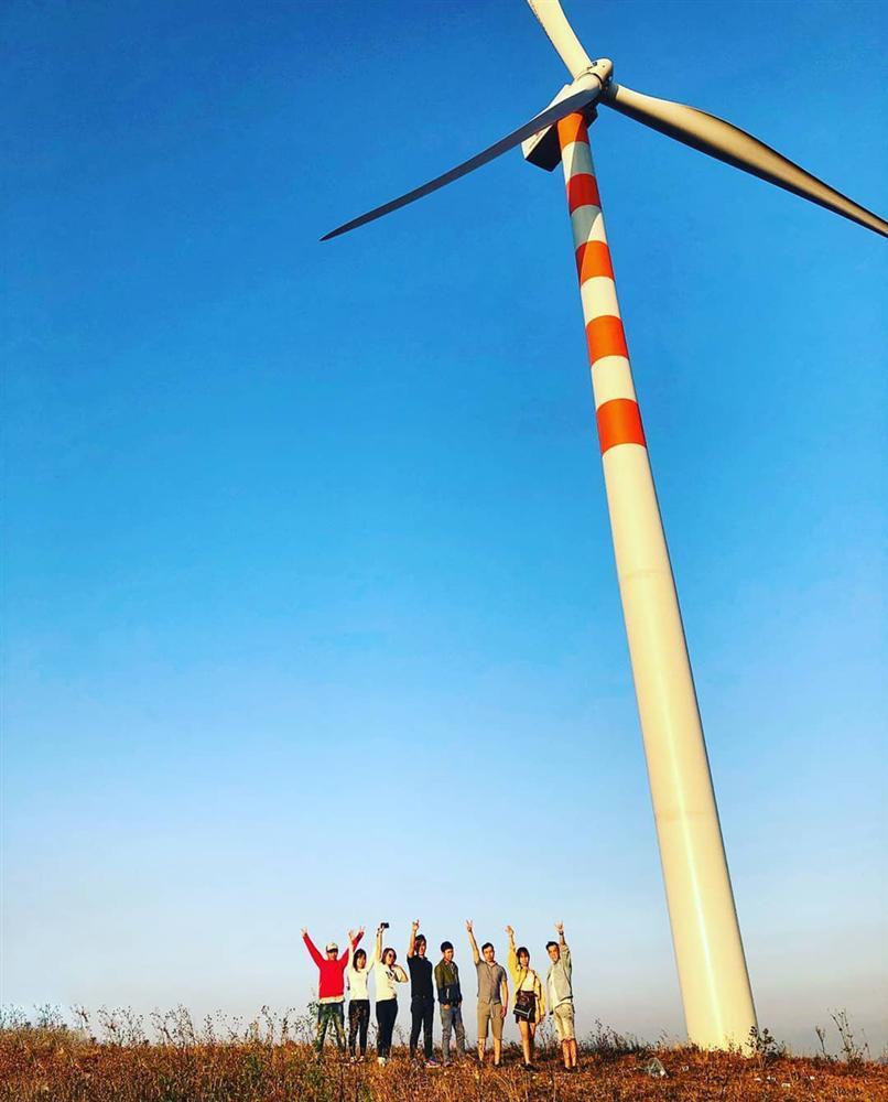 Cánh đồng quạt gió tựa trời Tây ở Đắk Lắk hút giới trẻ check-in-11