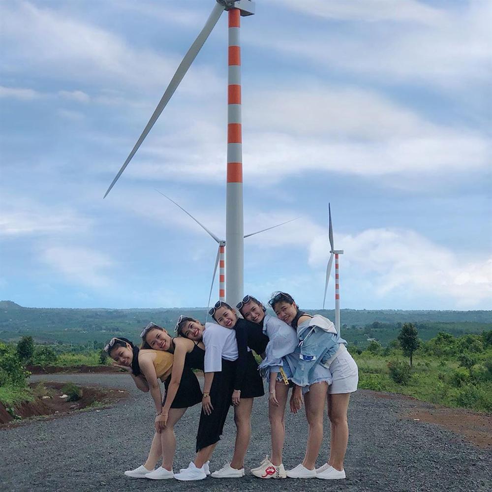 Cánh đồng quạt gió tựa trời Tây ở Đắk Lắk hút giới trẻ check-in-12