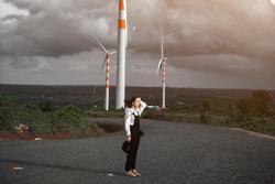 Cánh đồng quạt gió tựa trời Tây ở Đắk Lắk hút giới trẻ check-in