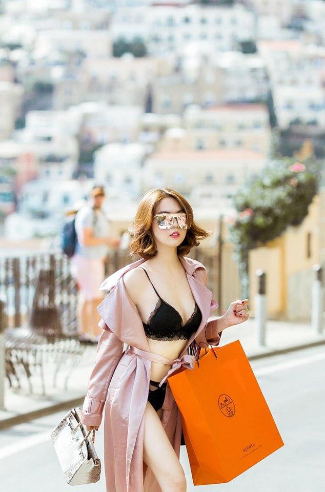 Dân mạng bóc phốt Ngọc Trinh ăn cắp ý tưởng mặc nội y shopping trên phố hóa ra mẫu nhà người ta-3