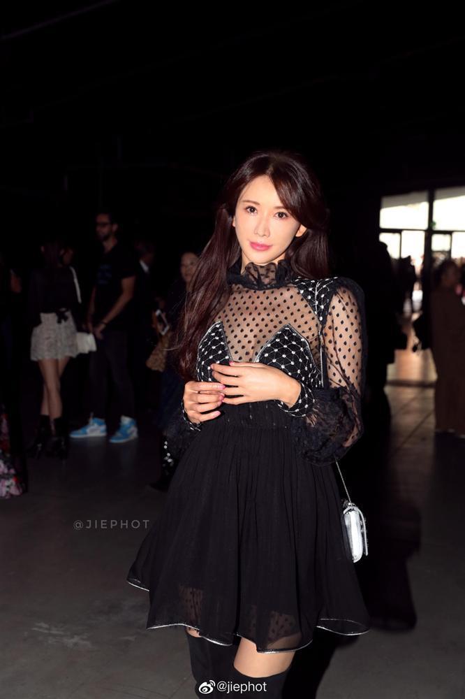 VZN News: Biểu tượng sắc đẹp Đài Loan Lâm Chí Linh gợi cảm với đầm xuyên thấu nhưng mặt lại đơ cứng như mới can thiệp thẩm mỹ-5