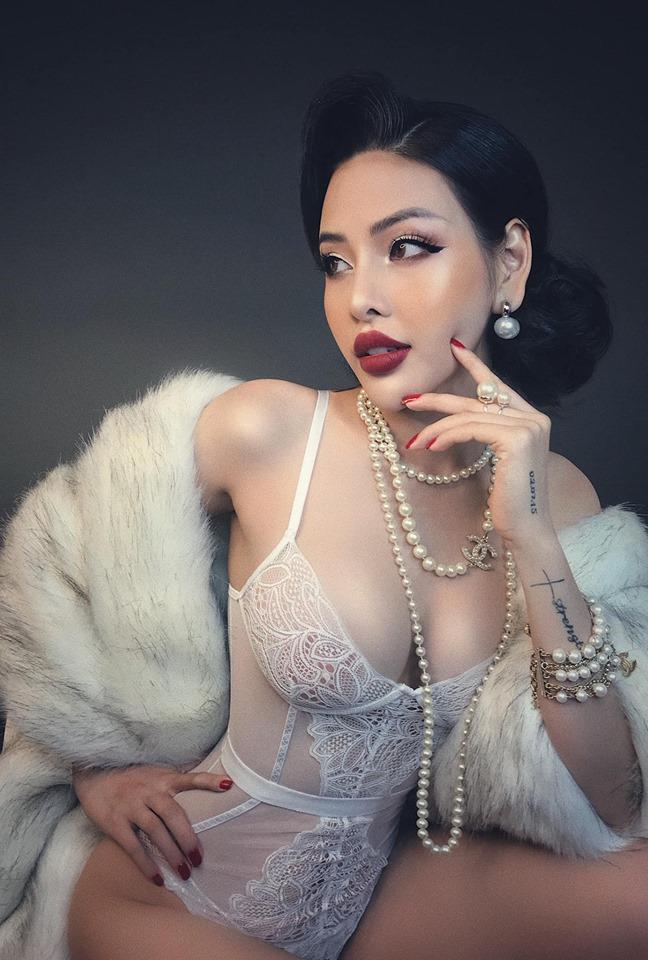 Người mẫu đình đám mạng xã hội gây phẫn nộ vì bán khỏa thân, cầm nón che ngực giữa phố cổ Hội An-9