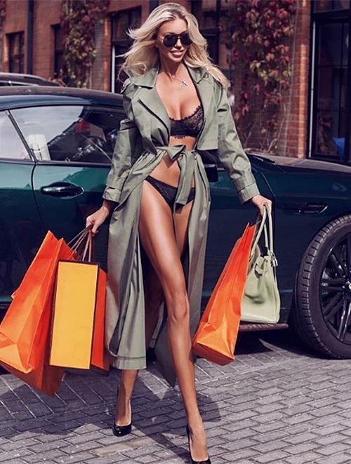 Dân mạng bóc phốt Ngọc Trinh ăn cắp ý tưởng mặc nội y shopping trên phố hóa ra mẫu nhà người ta-7