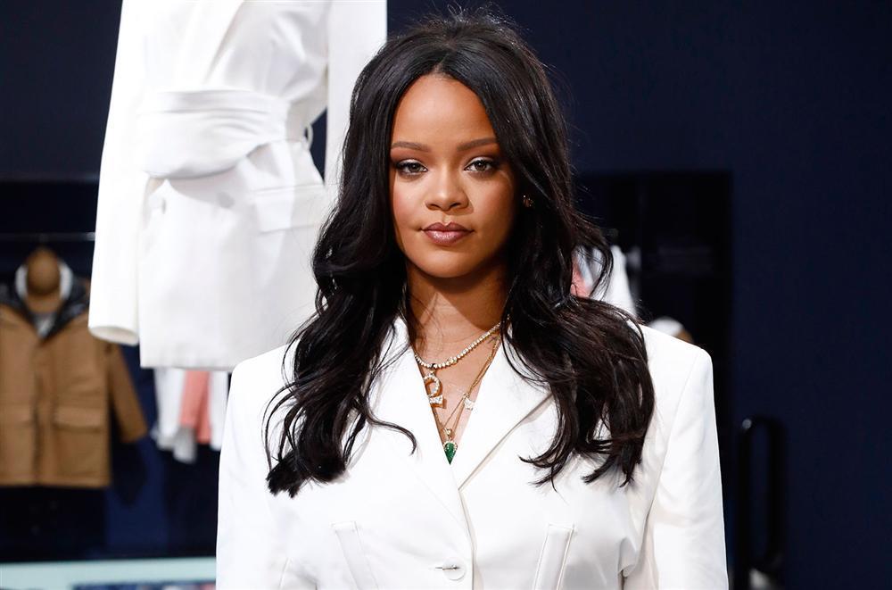 Mỹ nữ vạn người mê Jennie (BlackPink) hóa fangirl nhỏ bé, đọ sắc bên thần tượng Rihanna-1