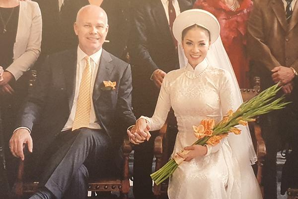 Ca sĩ Thu Minh lần đầu công khai ảnh cưới-2