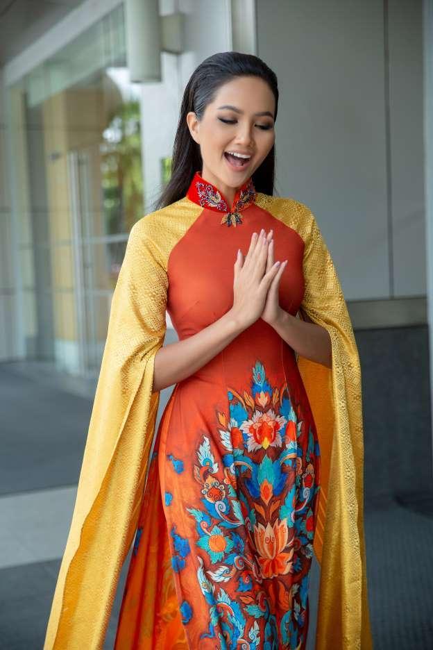 Bản tin Hoa hậu Hoàn vũ 19/9: Không mỹ nữ nào hạ nổi HHen Niê vì cô ấy diện quốc phục quá lộng lẫy-3