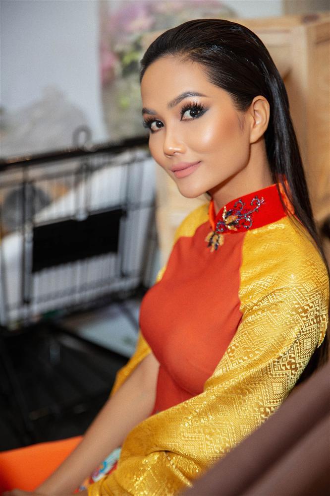 Bản tin Hoa hậu Hoàn vũ 19/9: Không mỹ nữ nào hạ nổi HHen Niê vì cô ấy diện quốc phục quá lộng lẫy-2