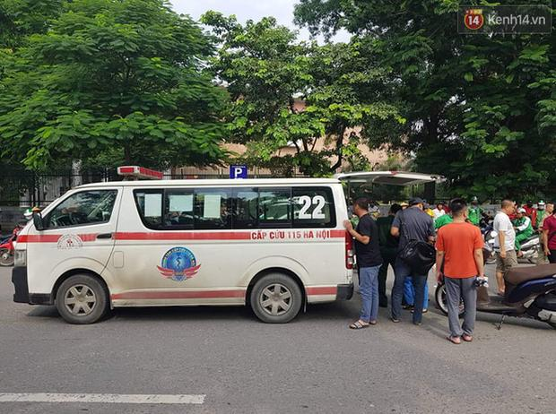 Hà Nội: Xe máy chạy với tốc độ cao đâm vào nữ sinh qua đường, nạn nhân văng xa 2m-2