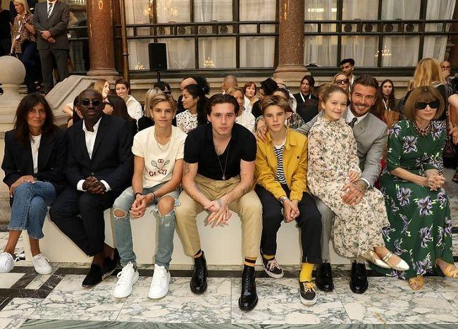 Mang tiếng là con của biểu tượng thời trang thế giới nhưng nhiều lần Brooklyn Beckham bị soi ăn mặc rách rưới-1