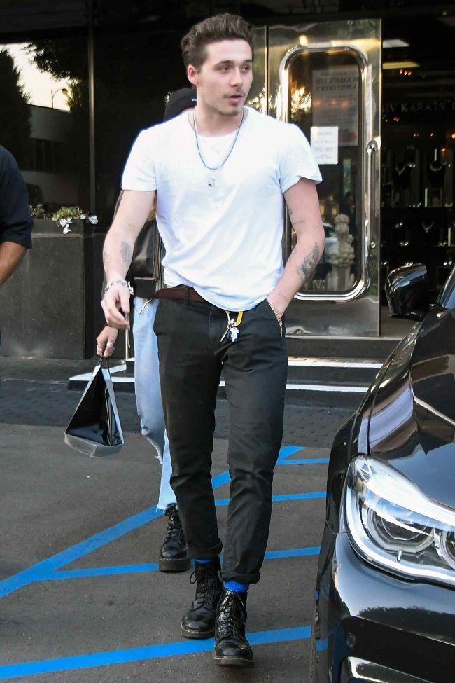 Mang tiếng là con của biểu tượng thời trang thế giới nhưng nhiều lần Brooklyn Beckham bị soi ăn mặc rách rưới-7