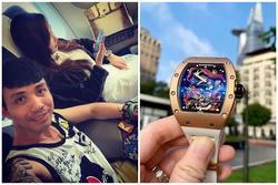 Vợ chồng Minh Nhựa khoe ảnh dùng túi Hermès cá sấu, đồng hồ 23 tỷ đồng