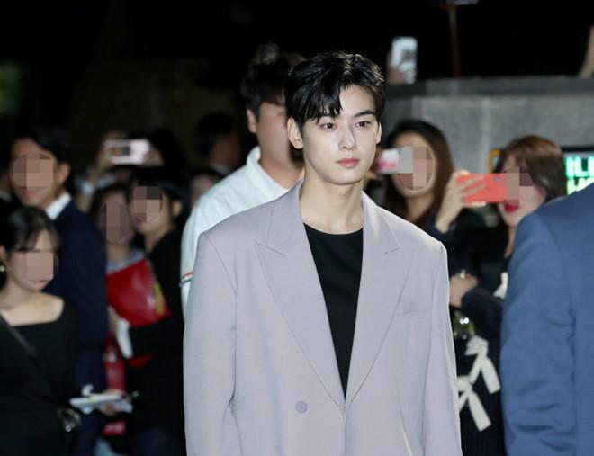 BLACKPINK Jisoo đẹp quyến rũ sau tin đồn hẹn hò, đọ sắc bên hồ ly Shin Min Ah-10