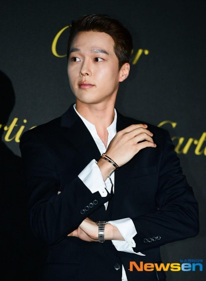 BLACKPINK Jisoo đẹp quyến rũ sau tin đồn hẹn hò, đọ sắc bên hồ ly Shin Min Ah-16