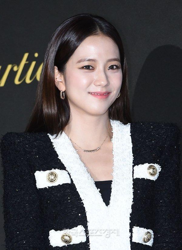 BLACKPINK Jisoo đẹp quyến rũ sau tin đồn hẹn hò, đọ sắc bên hồ ly Shin Min Ah-3
