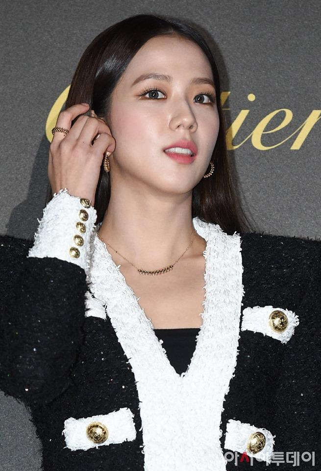 BLACKPINK Jisoo đẹp quyến rũ sau tin đồn hẹn hò, đọ sắc bên hồ ly Shin Min Ah-6