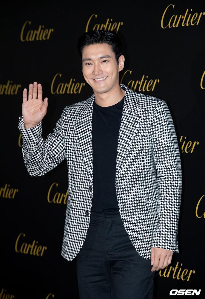 BLACKPINK Jisoo đẹp quyến rũ sau tin đồn hẹn hò, đọ sắc bên hồ ly Shin Min Ah-15