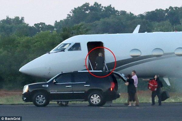 Vì quá giàu và không muốn bay với… thường dân, các ngôi sao đã chi chục triệu đô sắm máy bay riêng!-4