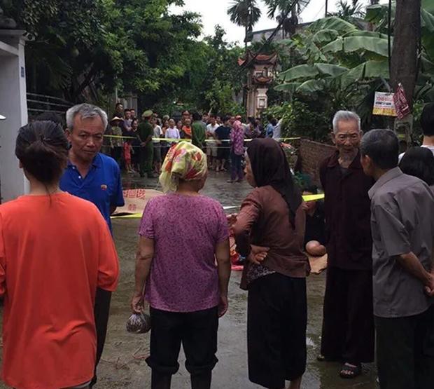 Nạn nhân sống sót trong vụ anh sát hại cả gia đình em trai khóc từ đầu làng đến tận nhà khi nghe tin con gái và bố mẹ chồng đã mất-3