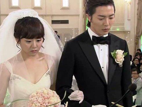 Sau 1 cuộc điện thoại ngay ngày cưới, cô dâu quyết tháo trả vàng viết đơn ly hôn-2