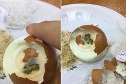 Mua phải quả trứng luộc bị mốc ở cửa hàng tiện lợi, khách lên mạng tố thì bị 'mắng té tát' chỉ vì 1 lý do