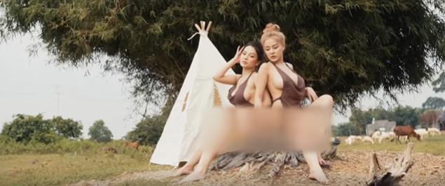 Ngân 98 tung clip hở sạch cùng người chị thân thiết, Mon 2K bất ngờ vào dọa vẫn còn video shock mạnh hơn-2