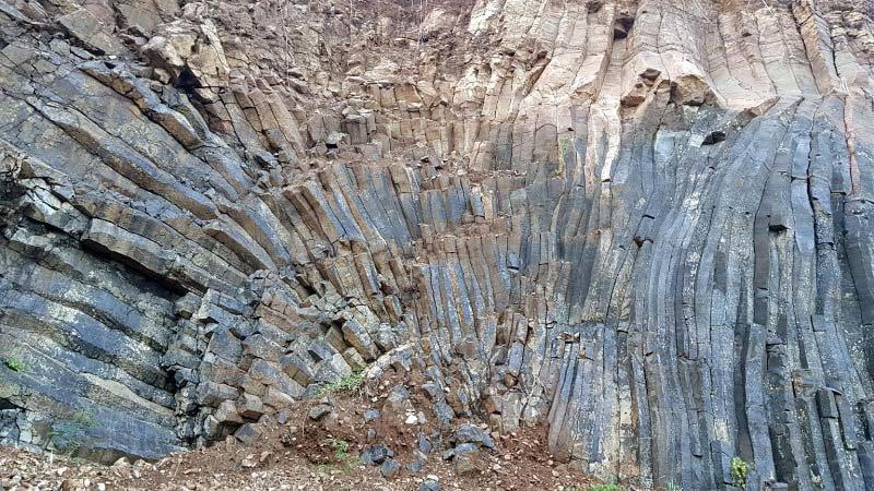 Phát lộ vỉa đá khổng lồ, đẹp tựa thắng cảnh Gành Đá Đĩa-3