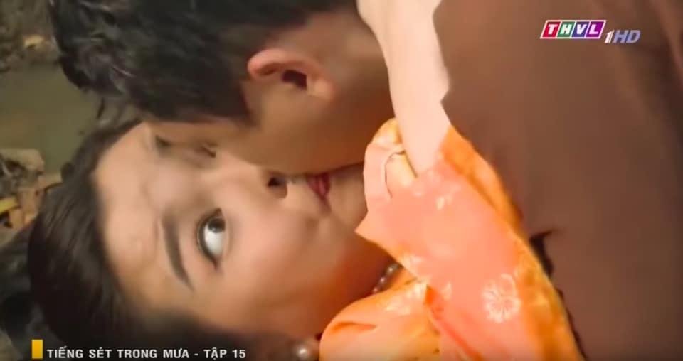 Nhìn Hứa Minh Đạt hôn Cao Thái Hà, dân tình tự hỏi đang thổi bong bóng hay hô hấp nhân tạo?-2