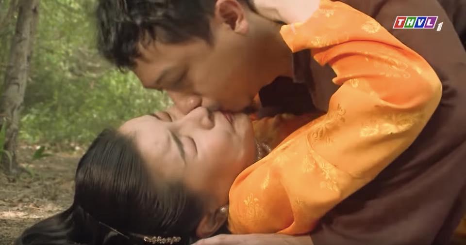 Nhìn Hứa Minh Đạt hôn Cao Thái Hà, dân tình tự hỏi đang thổi bong bóng hay hô hấp nhân tạo?-8