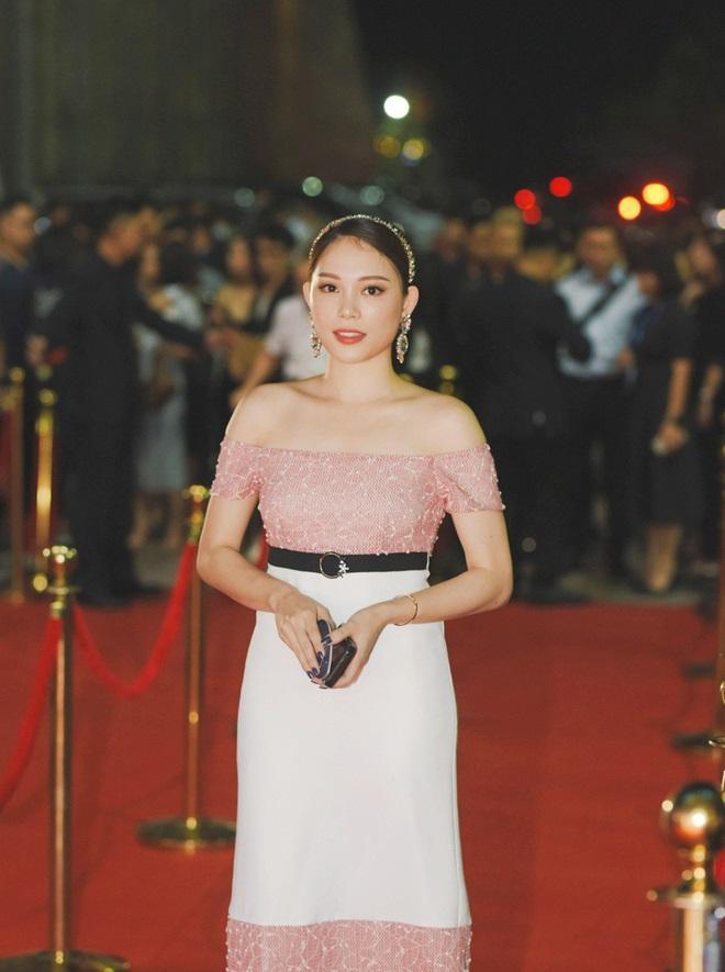 Linh Rin, Đoan Trang, Rihanna đều mặc xấu chỉ vì gam màu hồng sến sẩm-5