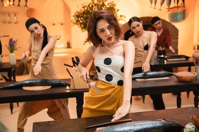 Bảo Anh diện mốt không nội y, váy cưới xuyên thấu trong MV Ai cần ai-1