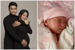 Diễn viên Lê Phương khoe gương mặt đáng yêu như thiên thần của con gái mới sinh