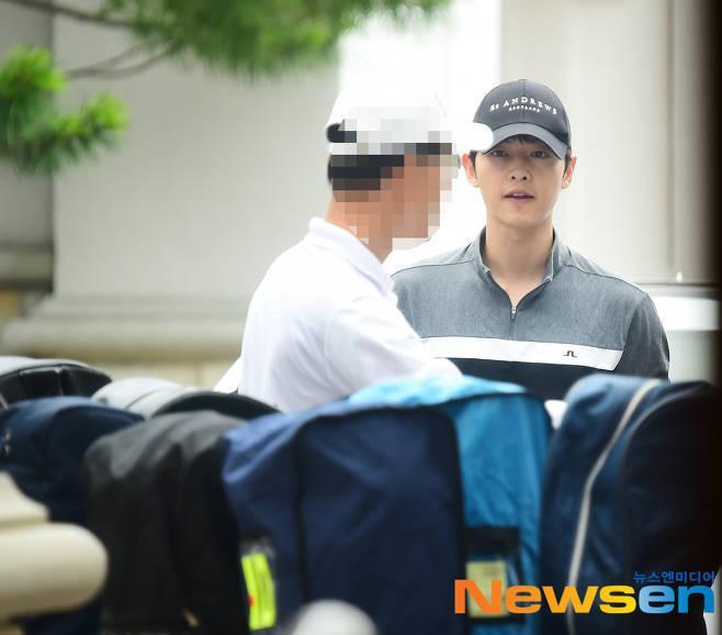 Song Joong Ki ở tuổi 34 - ly hôn, gầy gò và khóc trong ngày sinh nhật-4