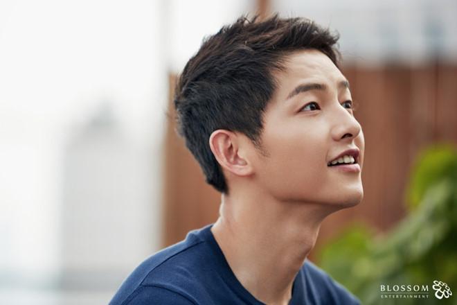 Song Joong Ki ở tuổi 34 - ly hôn, gầy gò và khóc trong ngày sinh nhật-6