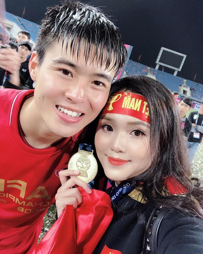 Điểm tên cầu thủ Việt chăm chỉ thể hiện tình cảm với vợ và bạn gái-2