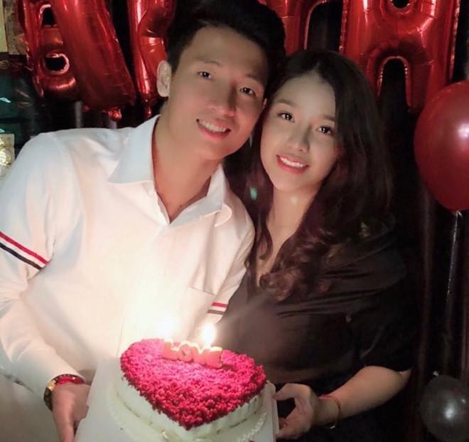Điểm tên cầu thủ Việt chăm chỉ thể hiện tình cảm với vợ và bạn gái-4