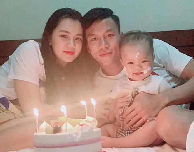 Điểm tên cầu thủ Việt chăm chỉ thể hiện tình cảm với vợ và bạn gái-11