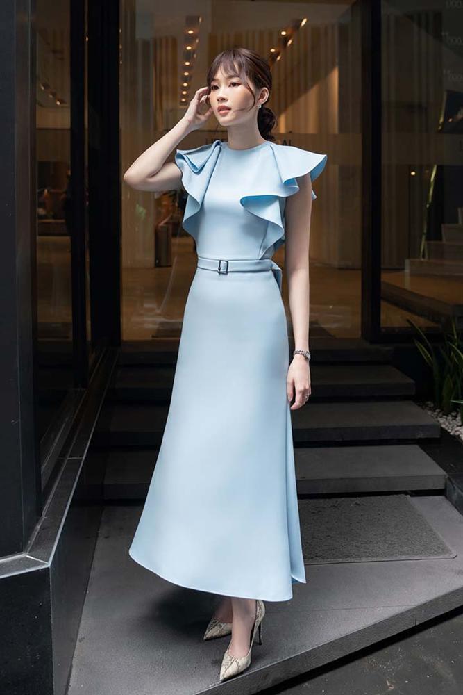 Hoa hậu Đặng Thu Thảo gây ngỡ ngàng với vóc dáng gầy mảnh như sương mai-2