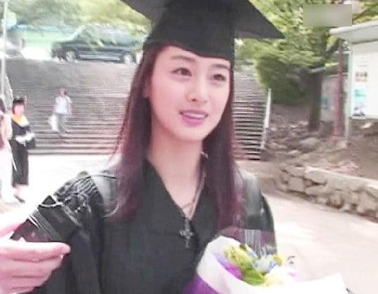 Fan choáng với nhan sắc mặt mộc của Kim Tae Hee thời đại học, bất chấp mọi camera sống ảo-5